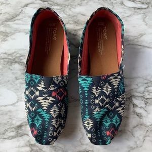 Toms geometric slip on flat shoes